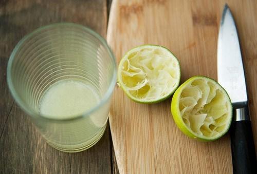 Dùng nước cốt chanh chữa sưng lợi.