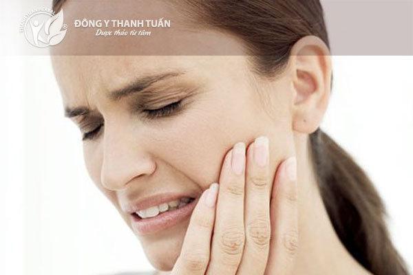 Sâu răng là một trong những nguyên nhân dẫn tới hôi miệng.