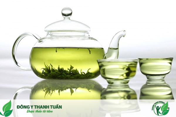 Súc miệng với nước trà xanh khử mùi hôi hiệu quả