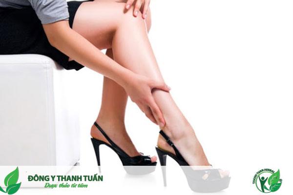 Đau nhức chân do mang giày cao gót