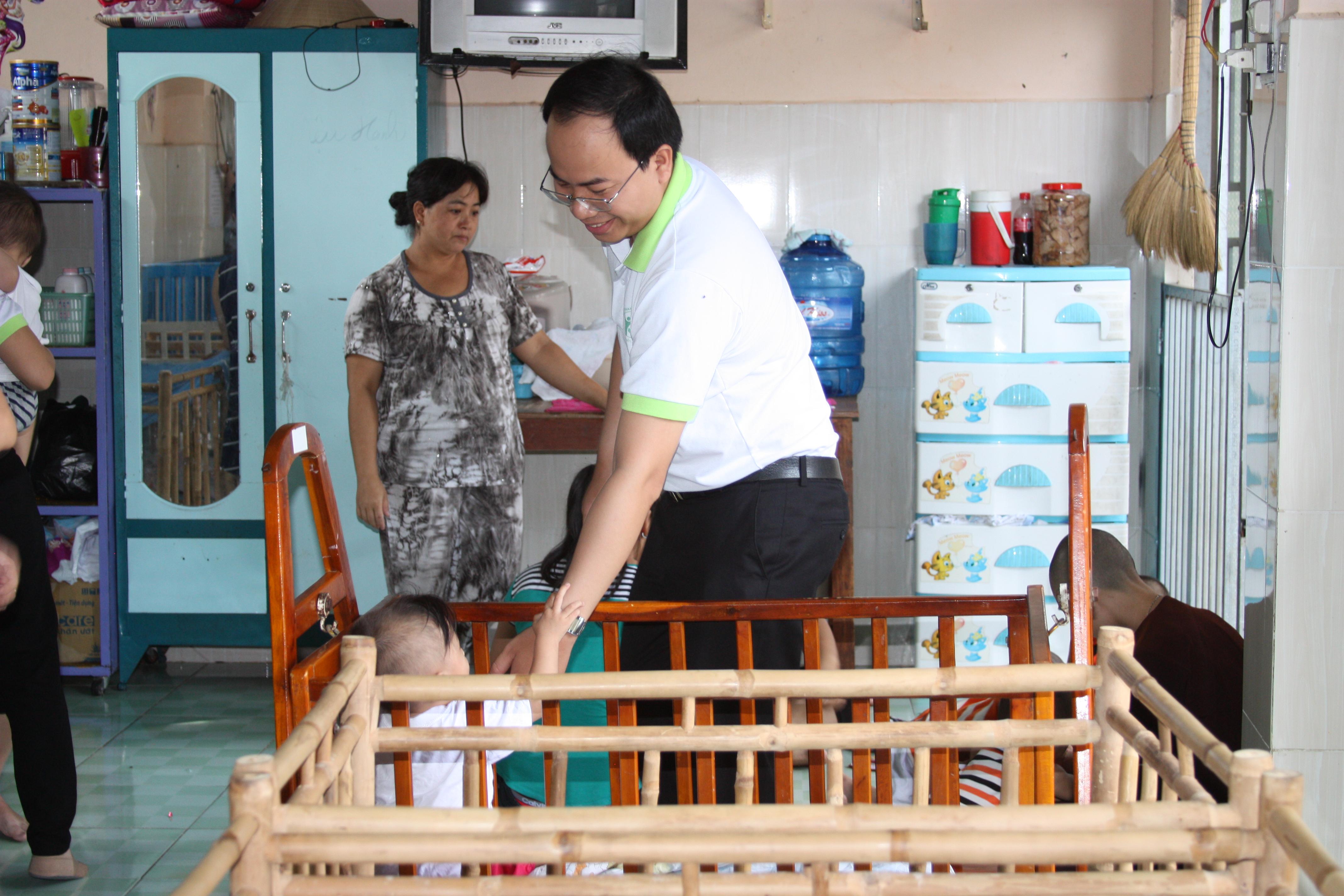 đông y thanh tuấn đi từ thiện 09