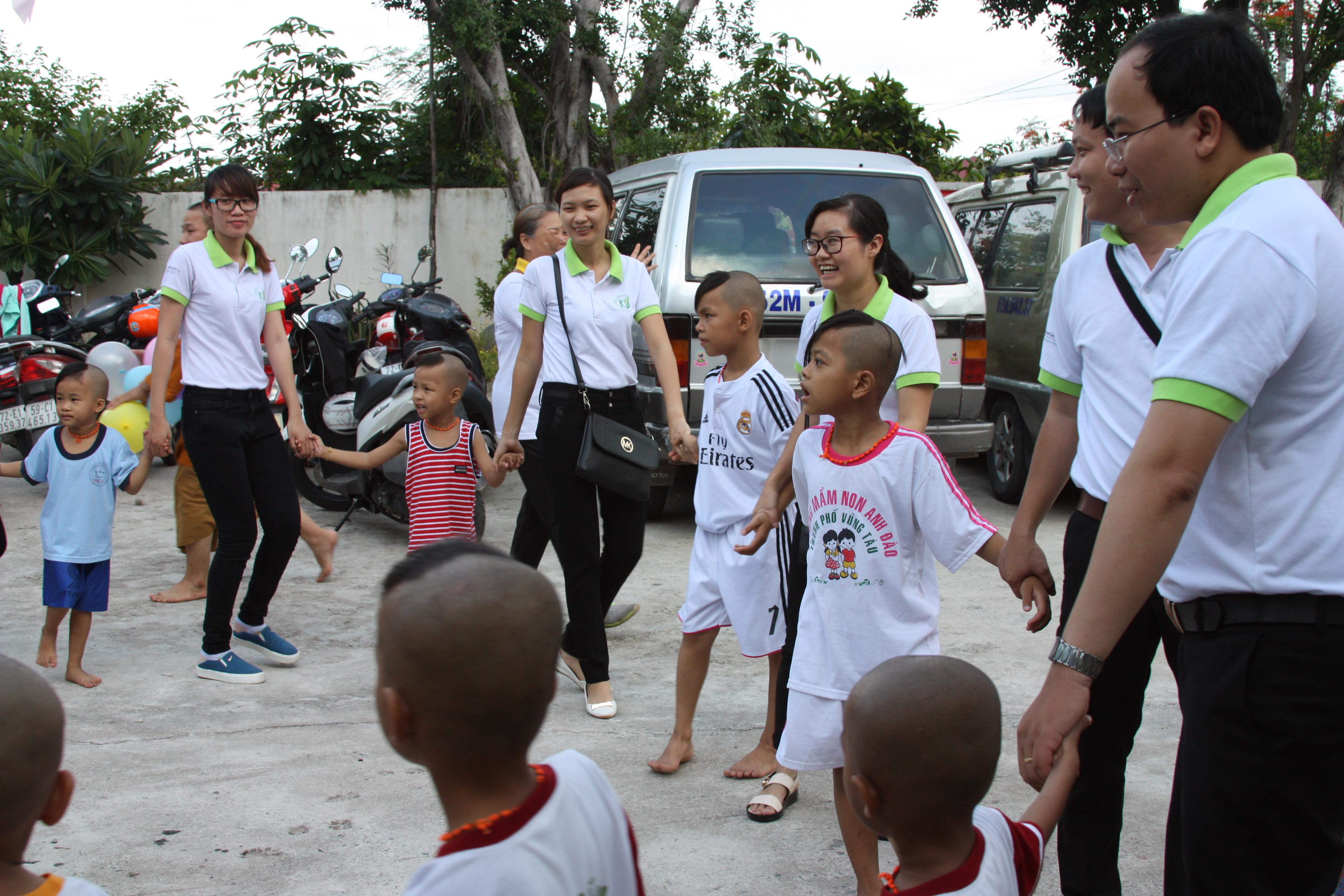 đông y thanh tuấn đi từ thiện 16
