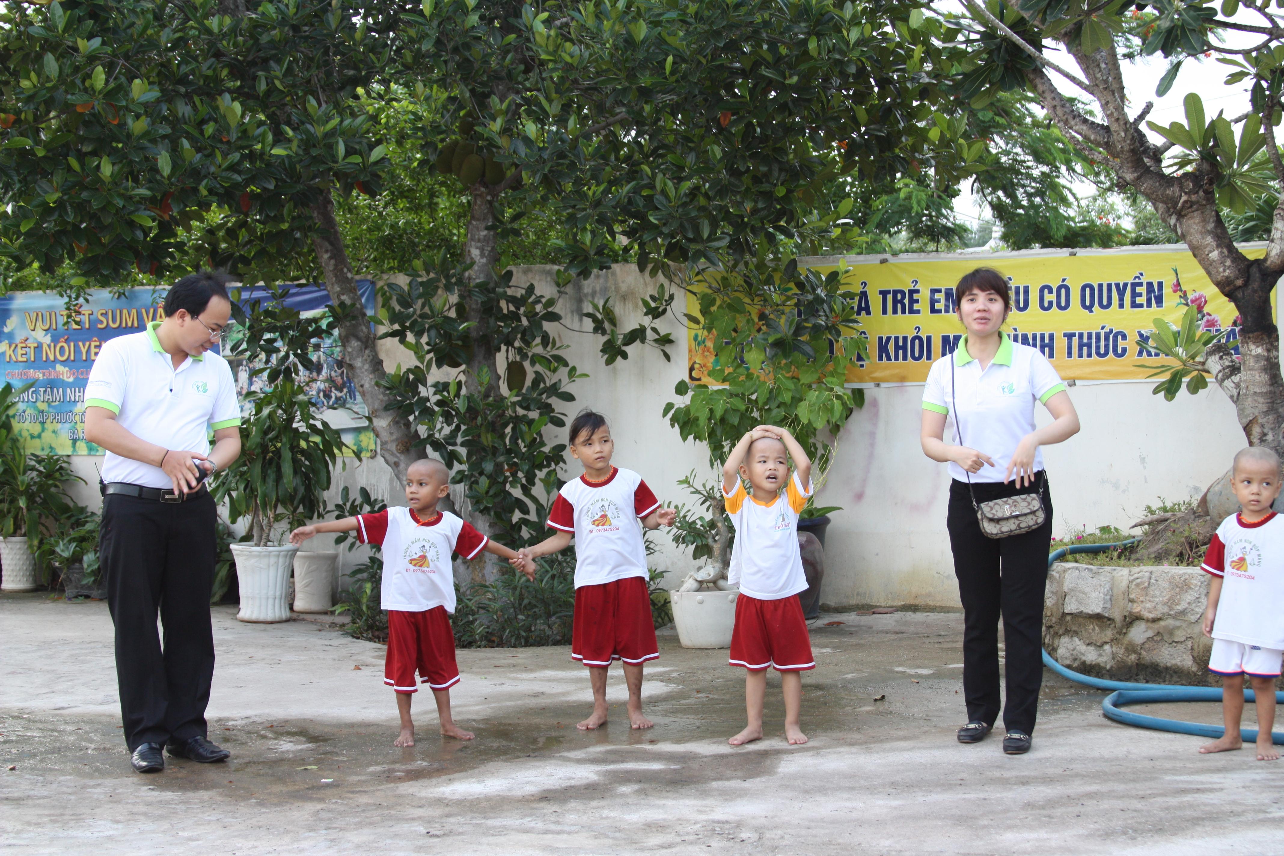 đông y thanh tuấn đi từ thiện 18